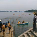 山口県立大津緑洋高校水産校舎前の仙崎湾で遠泳大会